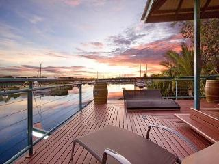 WATERFRONT 4BRM HOUSE CULLEN BAY DARWIN - Darwin vacation rentals