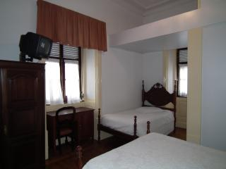 Quarto WC privativo próximo Universidade205 - Coimbra vacation rentals