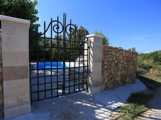FANCY VILLA ISLAND OF PASMAN POOL JACUZZI FOR 8+2 - Zdrelac vacation rentals
