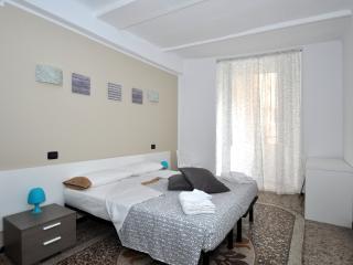 Casa Acquario Acqua Marina - 3 room, AC, parking - Genoa vacation rentals