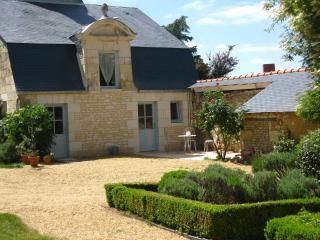Pavillon  Manoir des Rosiers - Noyant-la-Plaine vacation rentals