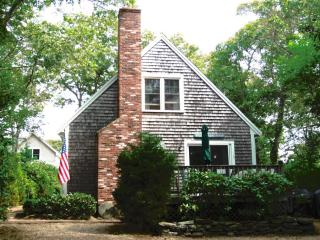 #877 A Well-maintained, Affordable 4BR Home in Oak Bluffs - Oak Bluffs vacation rentals