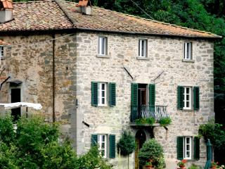 Peaceful 3 bedroom house near Tuscan cities Pescia and Lucca, features private garden and terrace, sleeps 6 - Pescia vacation rentals