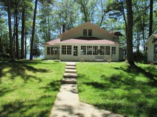 Historic Platte Lake House near sleeping bear dune - Grawn vacation rentals