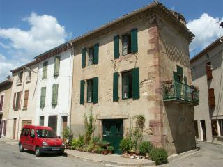 Acanthus Holiday Home - Saint-Chinian vacation rentals