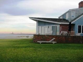 Spindrift: Direct waterfront, central air, and 0.8 miles to the beach - Salisbury vacation rentals