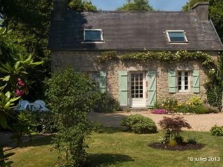Lovely restored stone cottage - Le Cloitre-Saint-Thegonnec vacation rentals