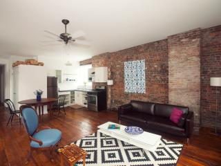 Modern Art + NY Cool-Sunny Loft-5 min Times Squ - Queens vacation rentals