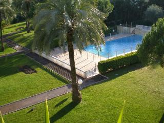 Antibes comfortable apt with pool, garage, wi-fi - Antibes vacation rentals