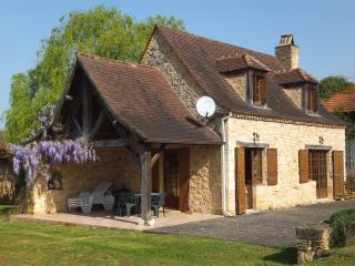 Charming Stone-Built Cottage - Cause-de-Clerans vacation rentals