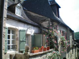 La Maison Droite, Turenne - Turenne vacation rentals