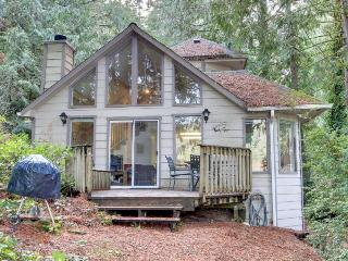 Beautiful lakefront home w/views & private dock, pets okay! - Florence vacation rentals