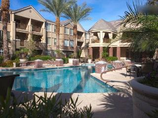 Upscale Biltmore condo overlooks pool - Phoenix vacation rentals