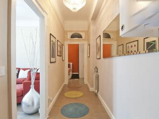 Stylish apt. 10m Centre / 20m EXPO - with Parking - Milan vacation rentals