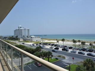 Beautifully-decorated 2 bdr at Sabine Yacht and Racquet Club - Pensacola Beach vacation rentals