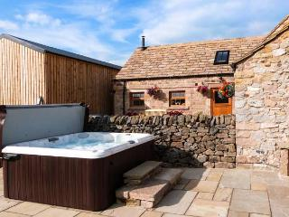 THE COWSHED, all ground floor, outdoor seating, fantastic views, great base for walking, Ref 914085 - Derbyshire vacation rentals