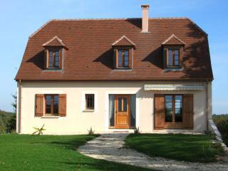 Maison  de Colline - Milhac-d'Auberoche vacation rentals