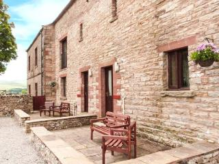 OLD BYRE COTTAGE, upside down accommodation, play area, patio, Newbiggin-on-Lune Ref 17244 - Newbiggin-on-Lune vacation rentals