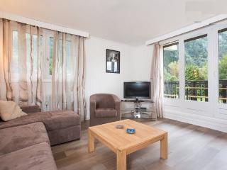 LYRET A  2/6p STANDING CENTRE TOWN VIEW MONT BLANC - Chamonix vacation rentals