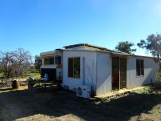 Waminda Wildlife Sanctuary Big caravan Geraldton - Geraldton vacation rentals