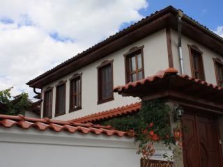 Iliikova House - Apriltsi vacation rentals