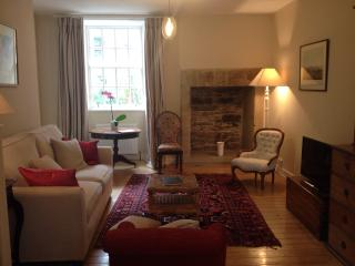 Luxurious apartment by the Royal Mile - Edinburgh vacation rentals
