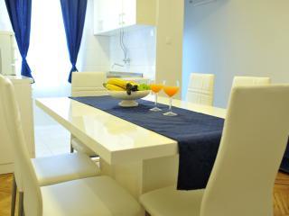 3 Bedroom Apartment Daniela - Split vacation rentals