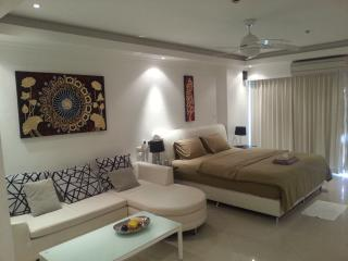 Luxury Studio Pattaya central2 - Pattaya vacation rentals