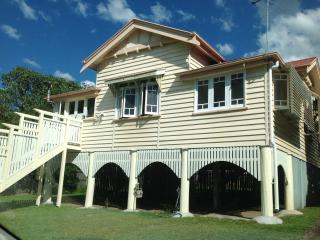 NEW LISTING - Inner city Brisbane, Cottage. - Coochiemudlo Island vacation rentals