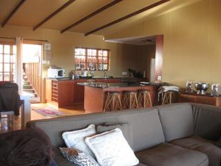 Spaciouse, great view, 10 min walk from blue flag beach, 10km from Fish River hotel and golf course - Pongola vacation rentals