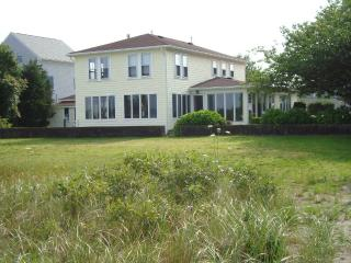 Oceanfront Newport County, $2090 Spring and Fall. - Rhode Island vacation rentals