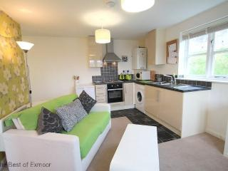 Lorna Doone Apartment, Watchet - Sleeps 2 - just 5 mins walk from harbour and cafes - Bridgwater vacation rentals