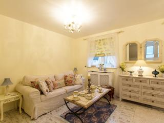 COACHOUSE Self Catering for 6 - Witney vacation rentals