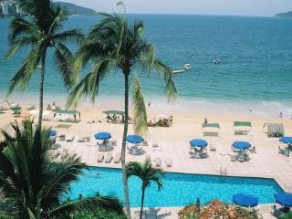 Spacious 2BR apartment on Ocean, with pool - Acapulco vacation rentals