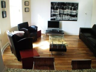 2 bedrooms, 2 baths in Logan Sq - near Blue Line - Chicago vacation rentals
