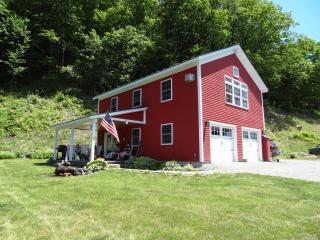 Enjoy a bird's eye view of Vermont hills - White River Junction vacation rentals