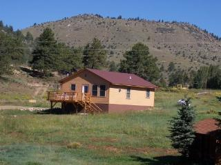 CABIN NEAR WESTCLIFFE IN WET MOUNTAIN VALLEY - Westcliffe vacation rentals