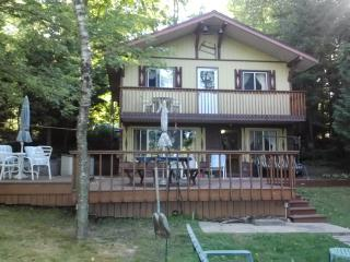 Vacation at this beautiful Lakeside Home - Crivitz vacation rentals
