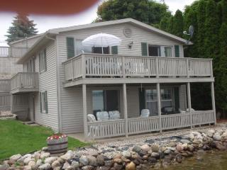 Waterfront Irish Hills Cottage (Round Lake) - Brooklyn vacation rentals