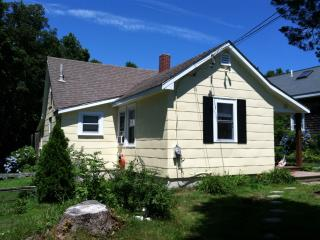 Onset Cottage - Old Cape Cod - New Outdoor Shower - South Shore Massachusetts - Buzzard's Bay vacation rentals
