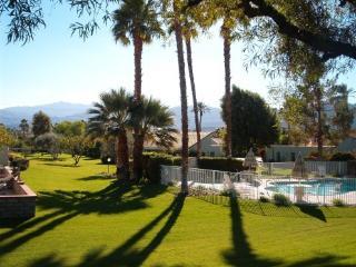 Palm Desert - single level gated condo - Palm Desert vacation rentals