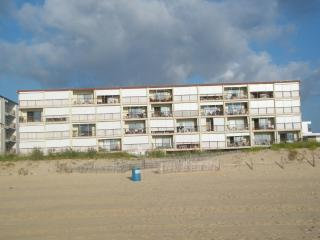 Large Oceanfront efficiency with spectacular view - Ocean City Area vacation rentals