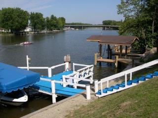 Wolf River Cottage-Private Pier-White Bass Capital - Fremont vacation rentals