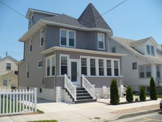 ** SINGLE BEACH HOUSE-4 BEDROOM -SLEEPS 10+ - Wildwood vacation rentals