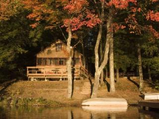 Waterfront cottage, private beach, huge deck - Rochester vacation rentals