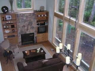 Hartstene Island Vacation Cabin,Pool, Beach, WiFi - Hoodsport vacation rentals