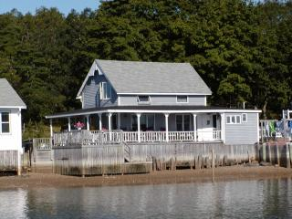 Waterfront 3 Bedroom Victorian Cottage - South Shore Massachusetts - Buzzard's Bay vacation rentals