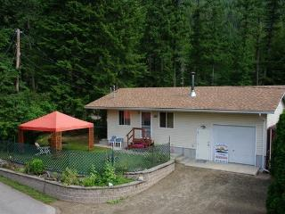 Sunnybrae Cottage & Shuswap Retreat Center - Sicamous vacation rentals