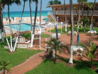 "Miami Beach Club Courtyard and Pool area. - ""Miami Beach Club"" in Sunny Isles Beach, Florida - North Miami Beach - rentals"
