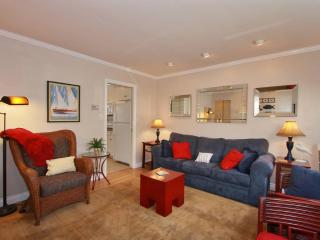 Petite Diamond - Gorgeous 1 Bed/1 BA, Pvt. Patio - San Diego vacation rentals
